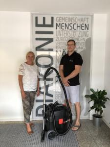 WT Services donates wet/dry vacuum cleaner to Diakonie-Sozialstation